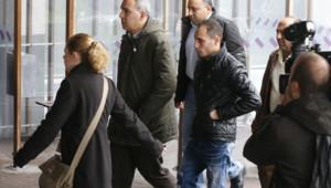 Des familles arrivent le 19 mai 2016 après la disparition d'un vol Paris-Le Caire