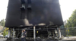 La façade du Centre des finances publiques de Morlaix dévastées par un incendie après une manifestation de légumiers le 19 septembre 2014