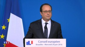 """François Hollande : """"La démocratie ne se réduit pas au référendum"""""""