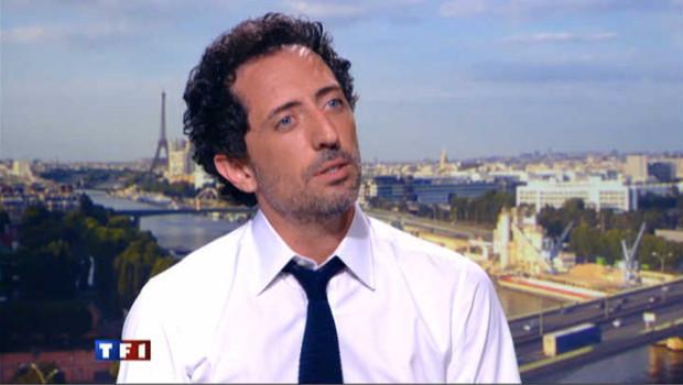 Gad Elmaleh sur le plateau du journal de 20 heures de TF1 le 11 juillet 2011.