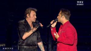 Johnny Hallyday avec son fils David lors du concert pour ses 70 ans le 15 juin 2013 à Paris-Bercy.