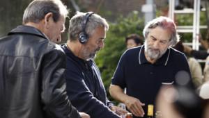 """Luc Besson, Robert De Niro et Tommy Lee Jones sur le tournage du film """"Malavita"""""""
