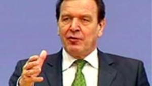 Gerhard Schröder lors d'un discours en février 2004