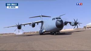 Le 20 heures du 31 décembre 2013 : Au Mali, les soldats fran�s c�brent le Nouvel An - 1286.8391501464844