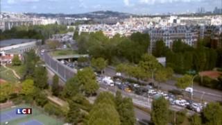 Voitures à l'arrêt, tracteurs à la queue leu leu : le périph parisien vu du toit de TF1