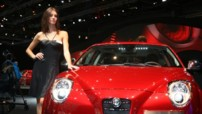 Alfa Roméo MiTo - Hotesse en rouge