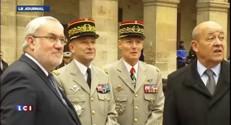 François Hollande en visite aux Invalides avec le secrétaire d'Etat Todeschini