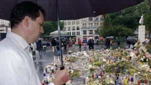 20 septembre 2001 : Frédéric se recueille devant un mémorial érigé pour les victimes des attentats du 11-Septembre