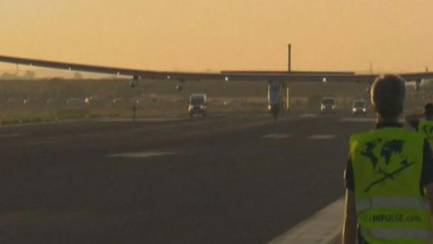 Solar Impulse 2 atterrit à Séville : 15e étape de son tour du monde réussie (23/06)