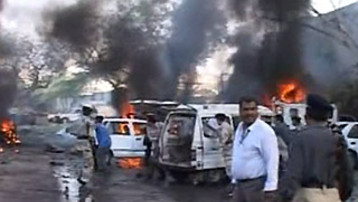 http://s.tf1.fr/mmdia/i/90/9/attentat-karachi-pakistan-consulat-americain-2169909_1378.jpg