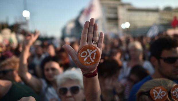 Référendum en Grèce: 15.000 personnes manifestent pour le non (Oxi)à Athènes, 12.000 pour le oui.