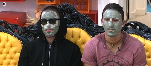 Steph et Vivian se préparent pour le Prime en se faisant un petit masque à l'argile.