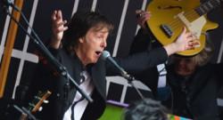 Paul McCartney lors d'un concert surprise donné à Times Square, au coeur de New York, le 10 octobre 2013.