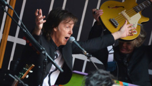 Paul McCartney lors d'un concert surprise donné à Times Square, au coeur de New York, le 10 octobre 2013.