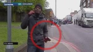 Londres : Michael Adebolajo, l'un des meurtriers présumés d'un soldat, revendique son acte dans une vidéo tournée sur les lieux du drame, 22/5/13