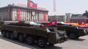 """Corée du Nord : parade militaire montrant des missiles """"Musudan"""", 15/4/12"""