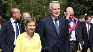 Laurence Parisot, présidente du Medef, et jean-Marc Ayrault, Premier ministre, à leur arrivée à l'université d'été du medef, mercredi 29 août 2012, sur le campus HEC, à Jouy-en-Josas.
