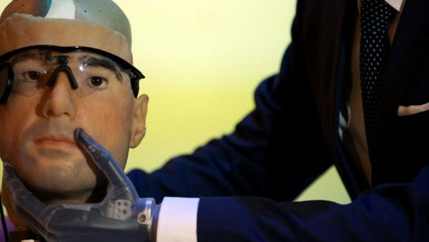 Le premier homme bionique est exposé au Science Museum de Londres. Rex mesure deux mètres de haut et a été entièrement conçu à partir d'organes de synthèse et de prothèses robotisées.
