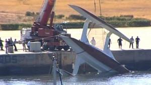 TF1/LCI Le renflouement de l'Intermezzo dans le port de Portimao, le 23 août 2006