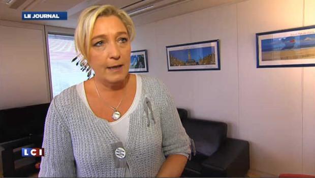 """""""Hollande à plat ventre devant Bouteflika"""", selon Le Pen"""