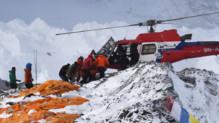 Népal : évacuation d'alpinistes et sherpas après l'avalanche sur l'Everest, 26/4/15
