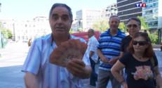 Le 20 heures du 1 juillet 2015 : Entre colère et résignation, les retraités grecs viennent retirer leurs sous - 1021
