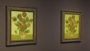 Deux Tournesols de Van Gogh exposés ensemble à Londres, le 24 janvier 2014. Une première depuis 60 ans.