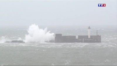 Le 13 heures du 31 mars 2015 : Pas-de-Calais : le vent violent déchaîne les vagues - 241.812