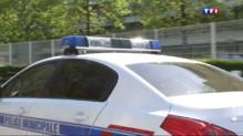 Le 20 heures du 14 avril 2014 : Aucune plaque d'immatriculation n'�appe �ette voiture de police - 994.127
