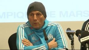 Elie Baup, l'entraîneur de l'Olympique de Marseille durant une conférence de presse à Chantilly.