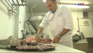 Le 13 heures du 14 octobre 2013 : S�e sur le terroir : le cochon de Bigorre sauv�e la disparition (1/5) - 2134.6980000000003
