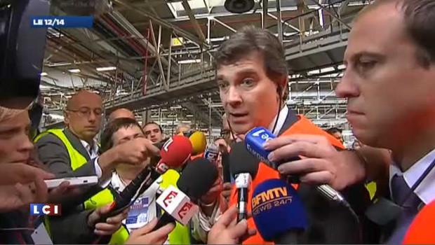 Le ministre du redressement productif Arnaud Montebourg lors d'une visite à l'usine de la Française de Mécanique à Douvrin, dans le Pas-de-Calais.