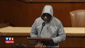 Viré de la Chambre des représentants pour avoir porté une capuche