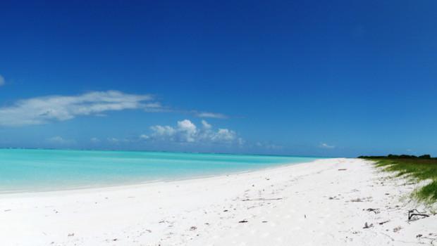 Panorama de la plage ouest de l'île Juan de Nova