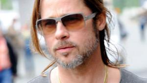 Brad Pitt et sa demi queue de cheval
