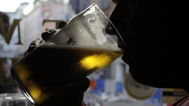 Bière alcool alcoolisme pinte bar pub