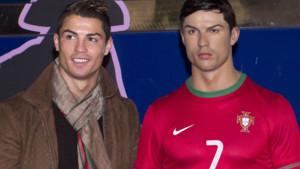 Cristiano Ronaldo et sa statue de cire à Madrid en décembre 2013