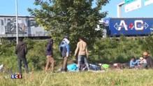 Calais : 1.500 migrants tentent de rentrer dans l'Eurotunnel mardi soir, un mort