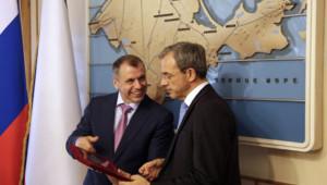 Thierry Mariani (à droite) avec le président du parlement de Crimée, 23/7/15