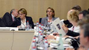 Marylise Lebranchu (au fond, à gauche) participe à la Conférence sociale, Paris, 9/7/12