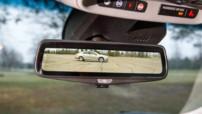 L'écran rétroviseur de la future Cadillac T06 relié à une caméra situé en dessous du coffre, permettant ainsi d'avoir un champ visuel total sur tout ce qu'il se passe à l'arrière.