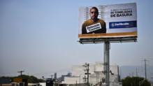 La photo d'un homme arrêté plusieurs fois pour avoir jeté ses déchets dans la rue affiché dans la ville de San Nicolas de los Garza