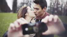 Se montrer en couple sur Facebook serait bénéfique... pour son couple