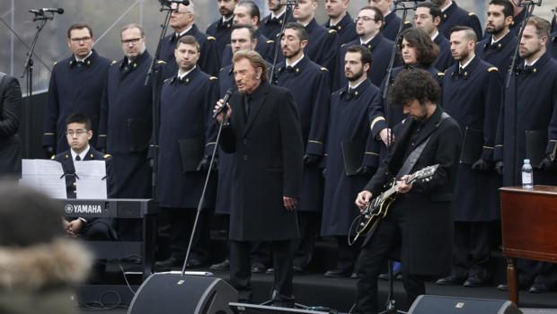 Johnny Hallyday lors de la cérémonie d'hommage aux victimes des attentats