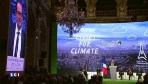 """François Hollande sur le climat : """"L'accord doit être forcément contraignant"""" pour avoir des effets"""