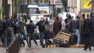 Heurts devant la prison de la Santé à Paris