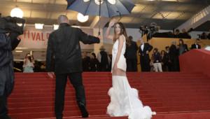 """L'actrice Paz Vega lors de la montée de smarches du film """"Jimmy P."""" à Cannes le 18 mai 2013."""
