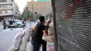 Un rebelle dans la ville d'Alep, le 24 juillet 2012