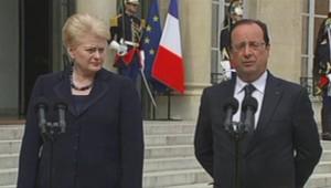 François Hollande en compagnie de la présidente lituanienne Dalia Grybauskaite, à l'Elysée, le 2 juillet 2013.