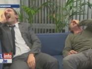"""Jean Dujardin et Gilles Lellouche ont un fou rire en pleine promo du film """"La Franch""""."""